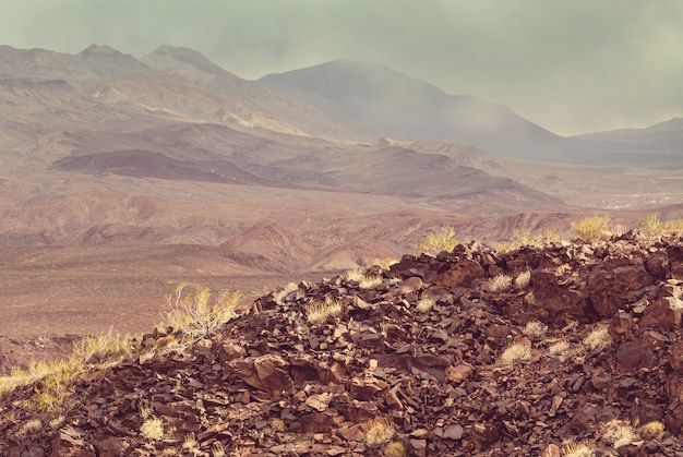 Droge verlaten landschappen in death valley national park, californië