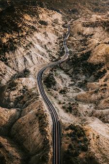 Drone-opname van een schilderachtige route in utah