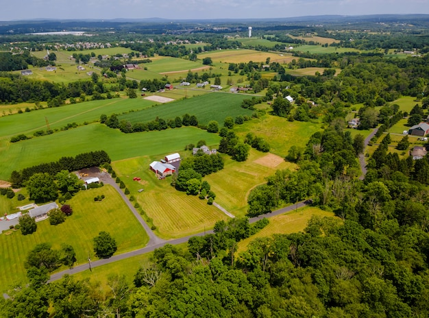 Drone weergave van boerderij velden vanaf een hoogte van mooie agrarische landschap