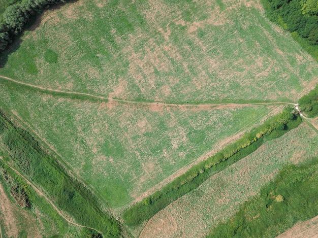 Drone-weergave van het landschap in de buurt van teddy bear woods, weymouth, dorset