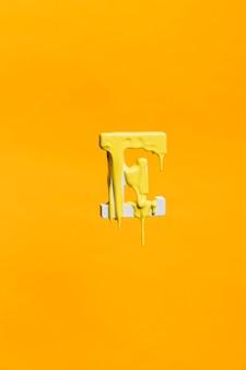 Druipende verf op letter e