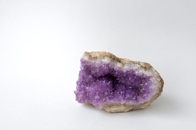 Druse paarse amethist met kopie ruimte