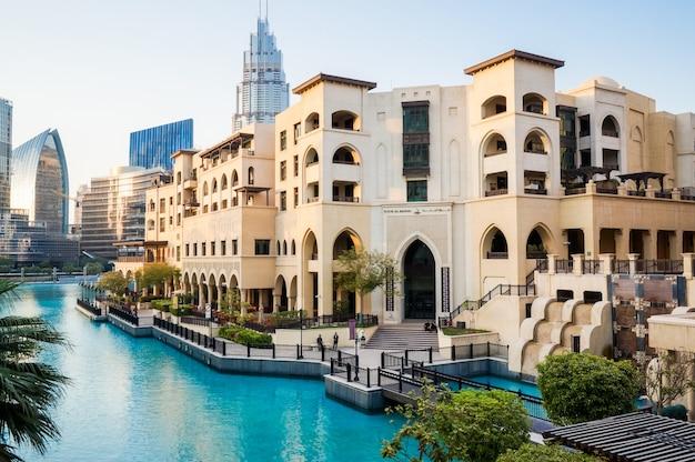 Dubai. het luxe interieur van de grootste winkelcentrum dubai mall