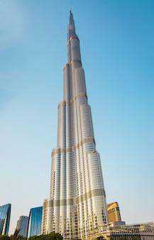 Dubai, verenigde arabische emiraten - 18 mei 2018: panoramisch uitzicht burj khalifa. hoogste