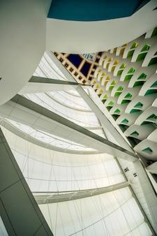 Dubai, verenigde arabische emiraten - 21 november:'s werelds eerste zeven sterren luxe hotel burj al arab, 21 november 2018 in dubai, verenigde arabische emiraten