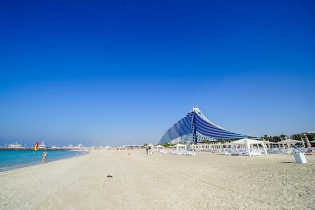 Dubai, verenigde arabische emiraten - 25 december: jumeirah beach hotel