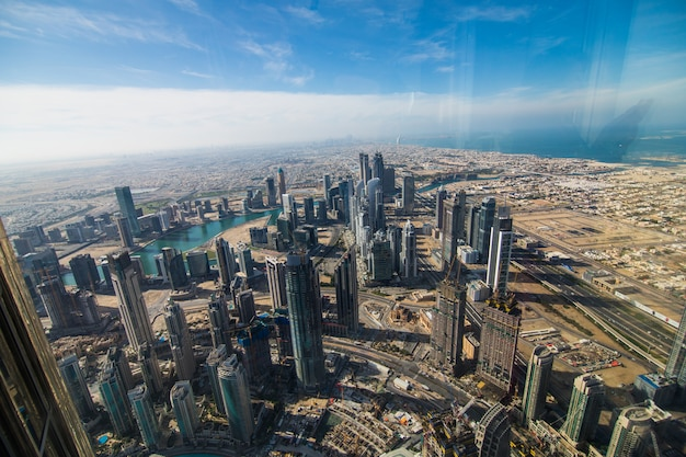 Dubai, verenigde arabische emiraten - december 2019: at the top burj khalifa, dubai, verenigde arabische emiraten