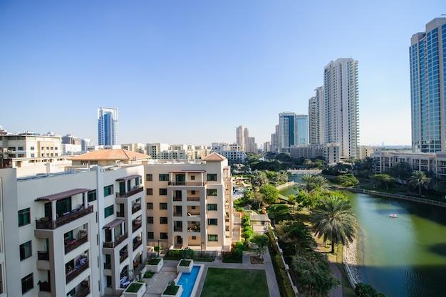 Dubai, verenigde arabische emiraten - fabruary 04 the greens community on fabruary 04, 2021 in dubai