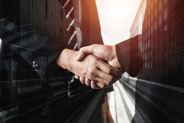 Dubbel belichtingsbeeld van bedrijven en financiën