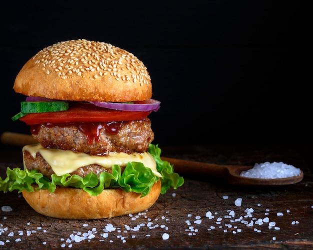 Dubbele hamburger met kaas