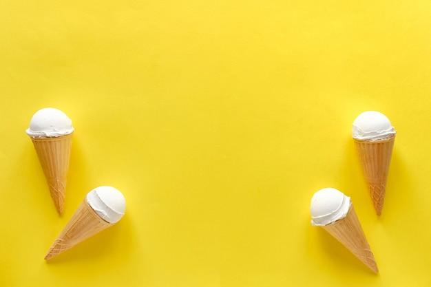 Dubbelzijdige rand van vanille-ijsjes