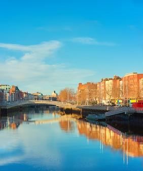 Dublin, panoramisch beeld van half penny of ha'penny-brug