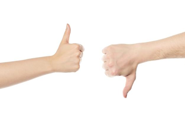 Duim omhoog en duim omlaag. handen ander gebaar, geïsoleerd op een witte achtergrond. man en vrouw handen houden van en houden niet van symbool.