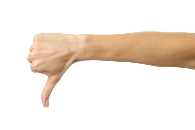 Duim omlaag. vrouw hand met french manicure gebaren geïsoleerd op een witte achtergrond. onderdeel van serie