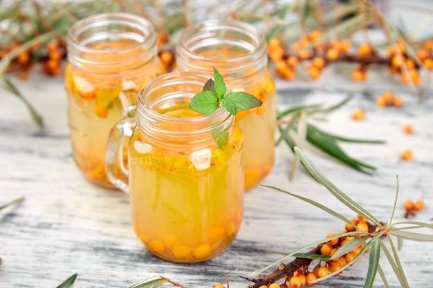 Duindoornthee met gember en honing, vitamine gezond. immuunsysteem boostervoedsel