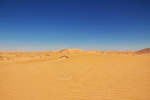Duinen in de sahara-woestijn in het hart van afrika