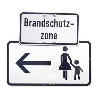 Duitse teken geïsoleerd over wit. brandschutz-zone (brandbeveiliging