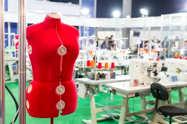 Dummy voor kleding op naaifabriek, niemand
