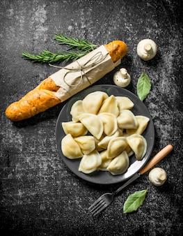 Dumplings met stokbrood en champignons