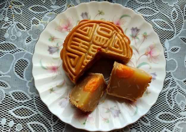 Durian moon cake met eigeel is een product dat traditioneel wordt gegeten tijdens het midautumn festival