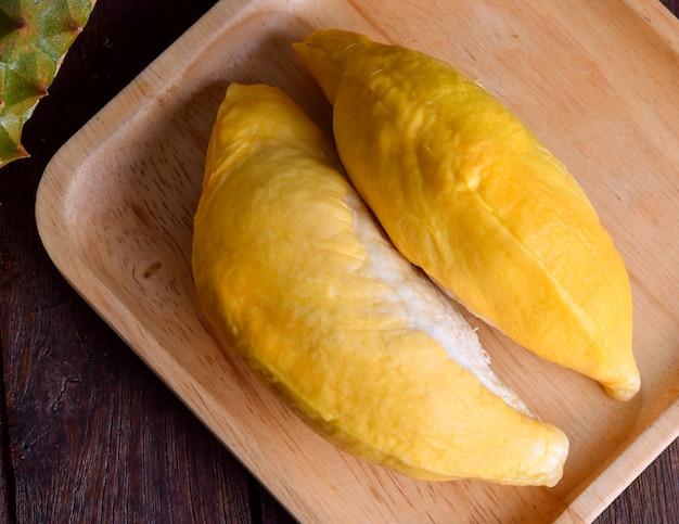 Durian op houten dienblad