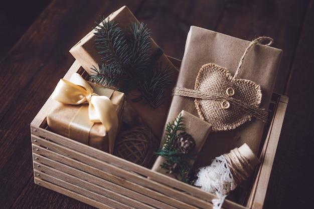 Duurzame kerstcadeaus zonder afval natuurlijke kerstdecoraties kerstcadeaus inpakken in gerecycled materiaal