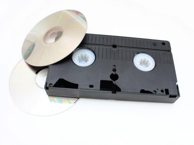 Dvd-schijven en vhs video de cartridge in tijd en technologie vergelijking