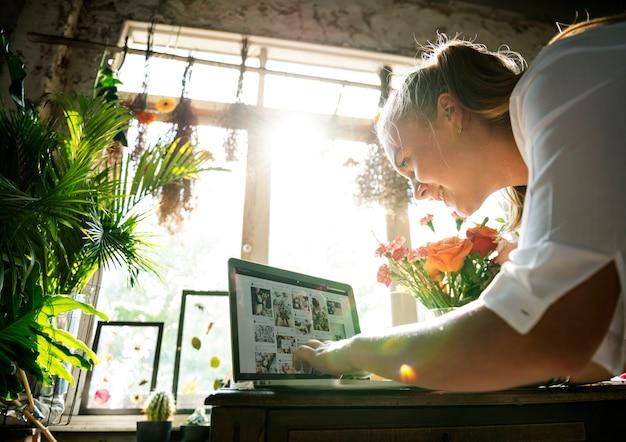 E-business bloemenwinkelmarketing promoten op sociale media