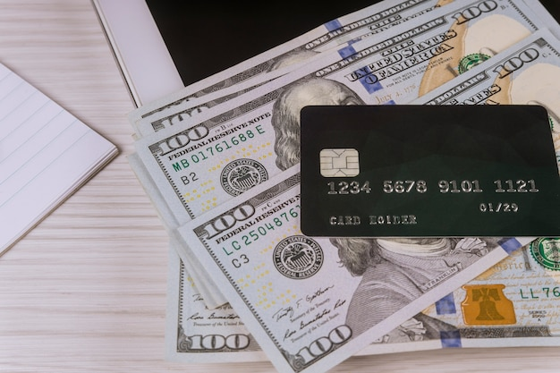 E-commerce online winkelen gebruiken om te kopen op cyber maandag online kopen met creditcard op tablet-pc