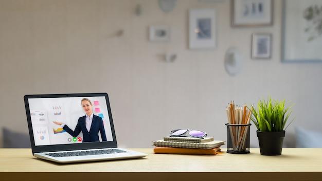 E-learning en online bedrijfspresentatie meeting concept.