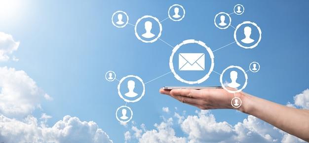 E-mail en gebruiker pictogram, teken, symbool marketing of nieuwsbrief concept, diagram. e-mail verzenden. bulkmail. e-mail en sms marketing concept. regeling van directe verkoop in het bedrijfsleven. lijst van klanten voor mailing.