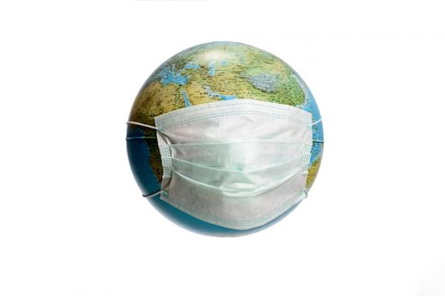 Earth globe met beschermend masker