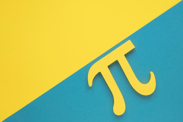 Echt science pi-symbool op gele en blauwe exemplaar ruimteachtergrond