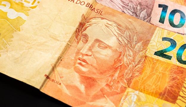 Echte brl braziliaanse geldbankbiljetten in macrofotografie