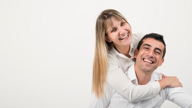 Echtgenoot en vrouw gelukkig op vadersdag
