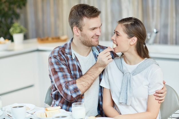 Echtpaar aan het ontbijt