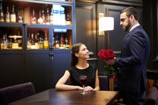 Echtpaar in restaurant