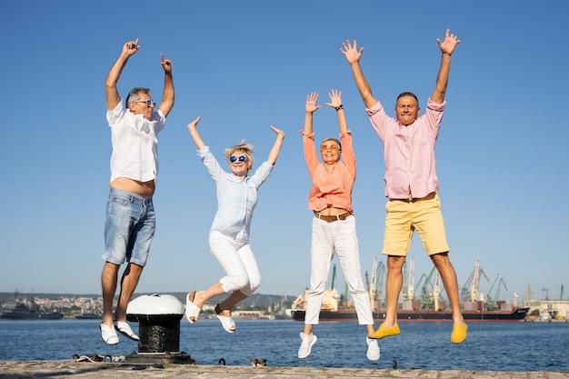 Echtparen die samen springen