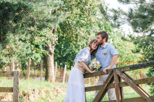 Eclectisch rustiek bruidspaar