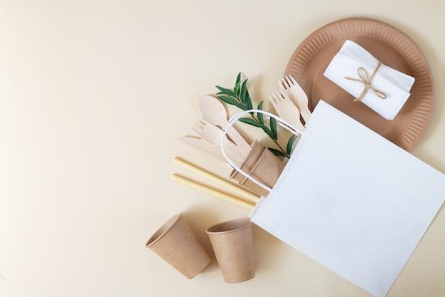 Eco ambachtelijk papier en bamboe serviesgoed