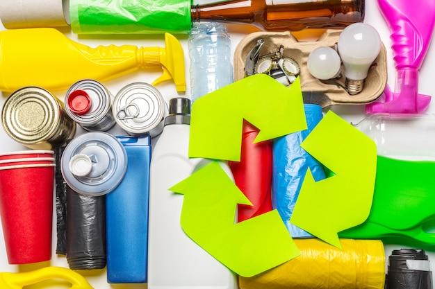 Eco met recyclingssymbool op de mening van de lijstbovenkant