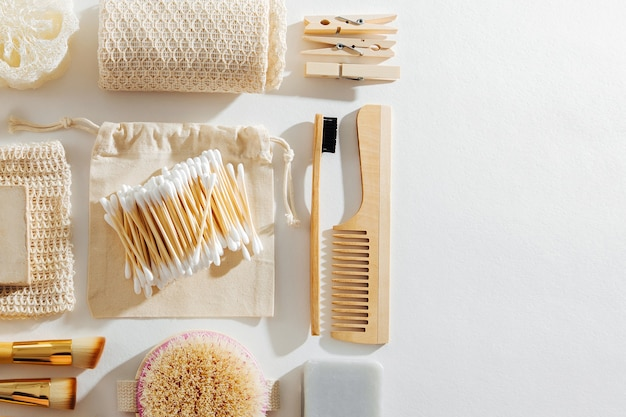 Eco natuurlijke badkameraccessoires, natuurlijke cosmeticaproducten en gereedschappen. geen afvalconcept.