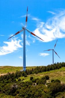 Eco power windturbines landschap en blauwe hemel