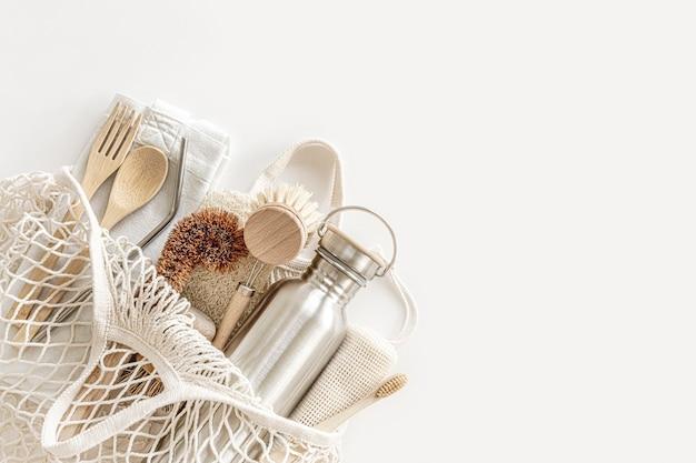 Eco-vriendelijke accessoires bamboe bestek, boodschappentas, herbruikbare waterfles