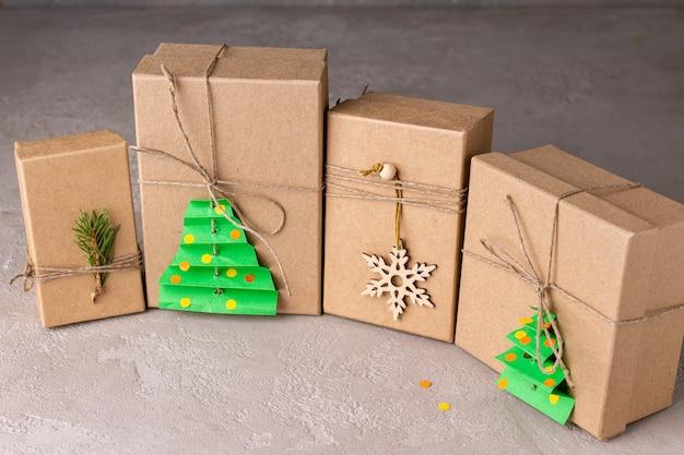 Eco-vriendelijke kerstcadeaudozen voor ambachtelijk papier
