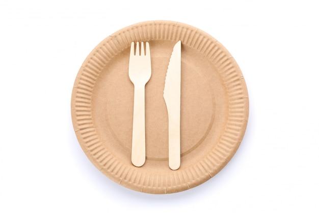 Eco - vriendelijke plaat met vork en lepel geïsoleerd op wit. wegwerpservies