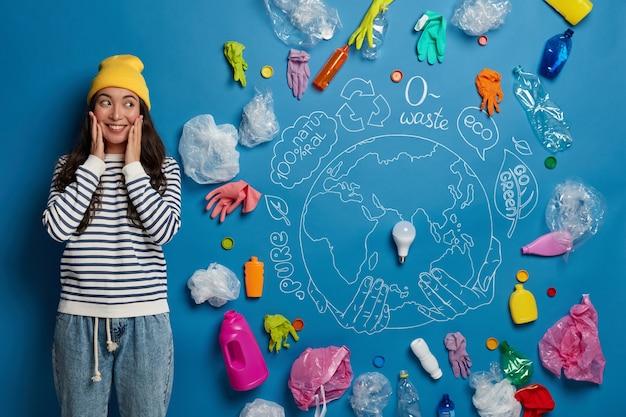 Eco-vrijwilliger naast milieu verspilt collage