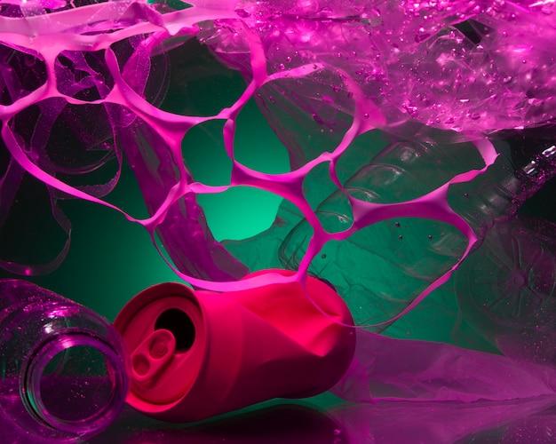 Ecologie concept met plastic afval