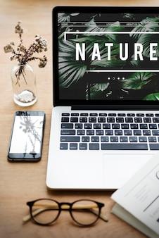 Ecologie frisse weelderige natuurlijke natuur