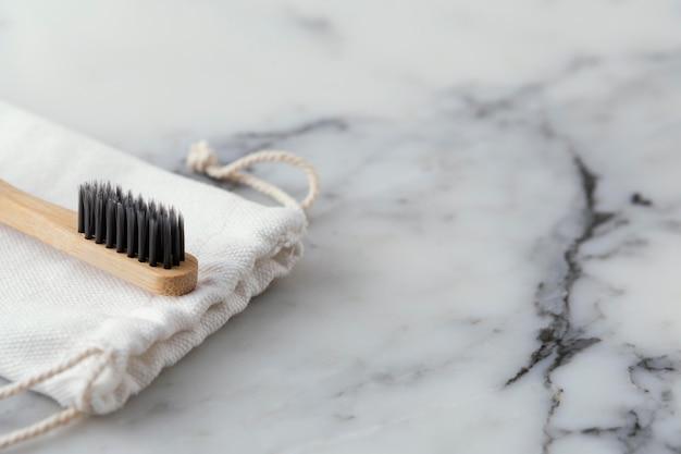 Ecologische tandenborstel op bureau